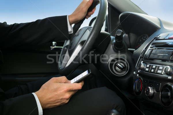Férfi sms chat vezetés autó közelkép tart Stock fotó © AndreyPopov