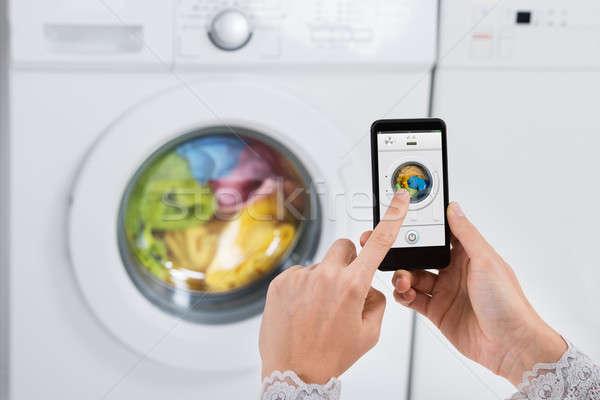 Personne mains machine à laver téléphone portable téléphone Photo stock © AndreyPopov