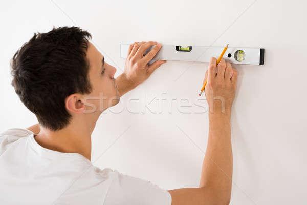 Homem espírito nível branco parede Foto stock © AndreyPopov