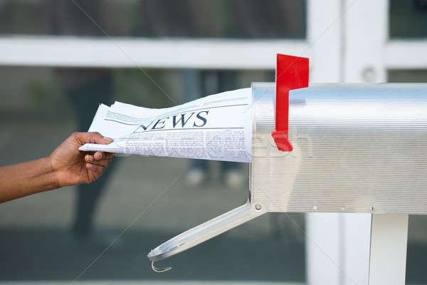 Hand opening mailbox krant Stockfoto © AndreyPopov