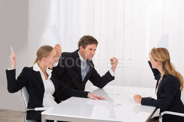 Gens d'affaires argument jeunes travail bureau Photo stock © AndreyPopov