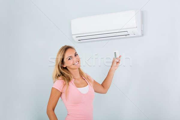 女性 空調装置 リモート 肖像 幸せ ストックフォト © AndreyPopov