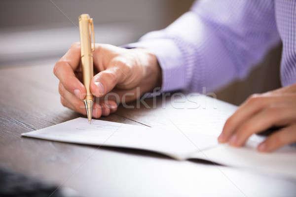 Main signature chèque bureau affaires Photo stock © AndreyPopov