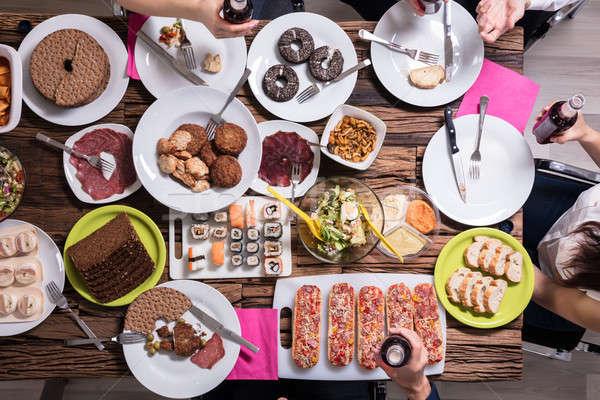 Stok fotoğraf: Arkadaşlar · öğle · yemeği · birlikte · görmek · genç