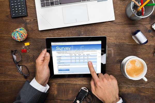 üzletember tömés online felmérés űrlap közelkép Stock fotó © AndreyPopov