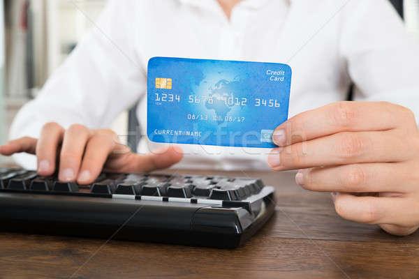 女性実業家 コンピュータのキーボード クレジットカード クローズアップ 手 木製 ストックフォト © AndreyPopov