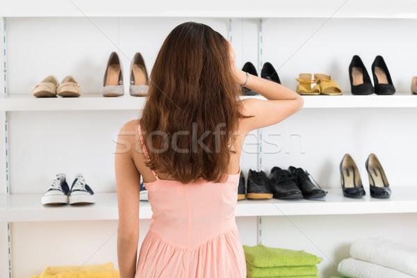 Zavart nő néz cipők polcok hátsó nézet Stock fotó © AndreyPopov