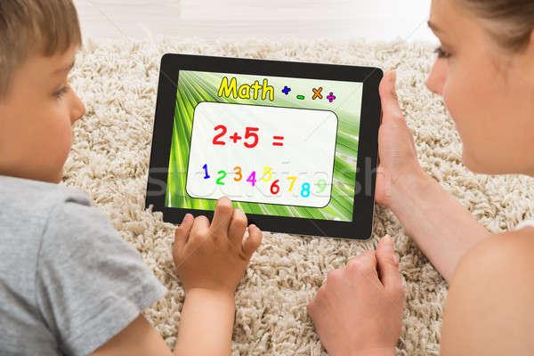 Mutter Sohn math Problem digitalen Tablet Stock foto © AndreyPopov