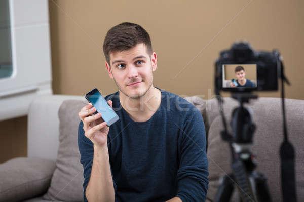 ブロガー 携帯電話 ビデオカメラ 笑みを浮かべて 小さな ストックフォト © AndreyPopov