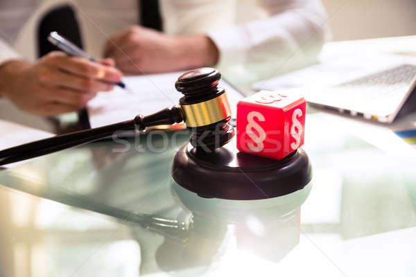 Rot Absatz Symbol Hammer Schreibtisch Stock foto © AndreyPopov