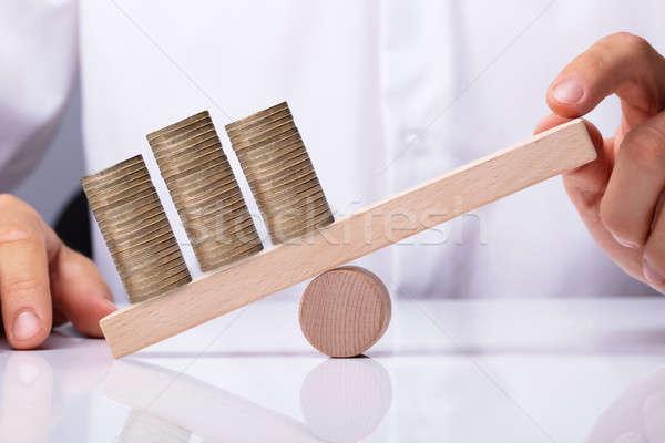 Mão humana equilíbrio moedas dourado Foto stock © AndreyPopov