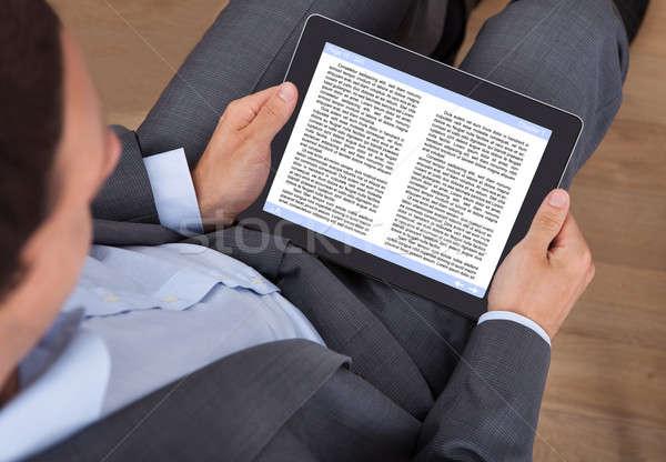 ビジネスマン 読む 電子ブック オフィス ビジネス コンピュータ ストックフォト © AndreyPopov