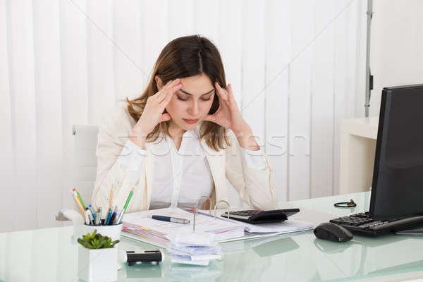 Lehangolt üzletasszony számla fiatal iroda nő Stock fotó © AndreyPopov