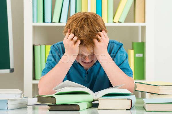 épuisé garçon étudier bibliothèque livres bureau Photo stock © AndreyPopov