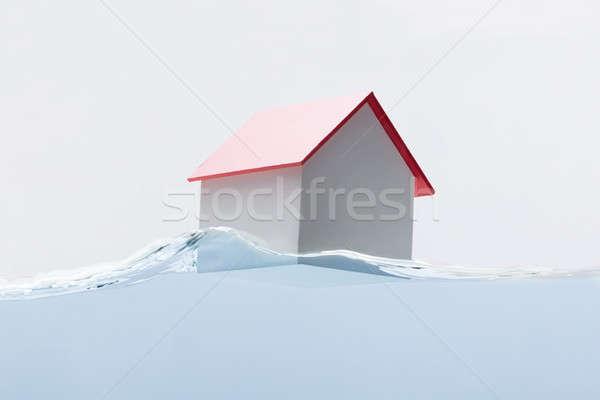 Casa modelo flutuante água vermelho Foto stock © AndreyPopov