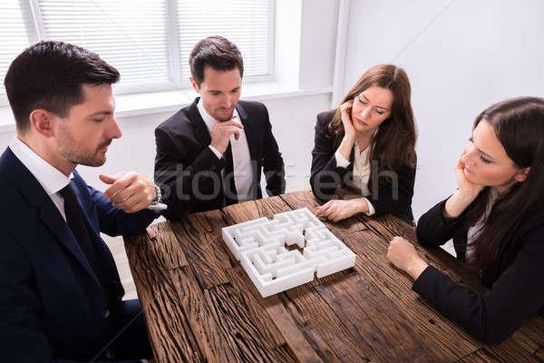 解決する 迷路 パズル グループ 小さな ストックフォト © AndreyPopov