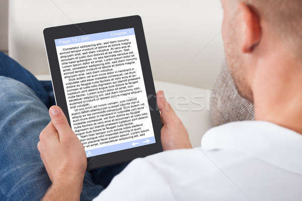 Człowiek relaks domu czytania ebook online Zdjęcia stock © AndreyPopov