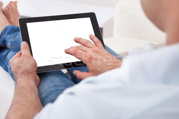 Hombre digital tableta primer plano negocios Foto stock © AndreyPopov