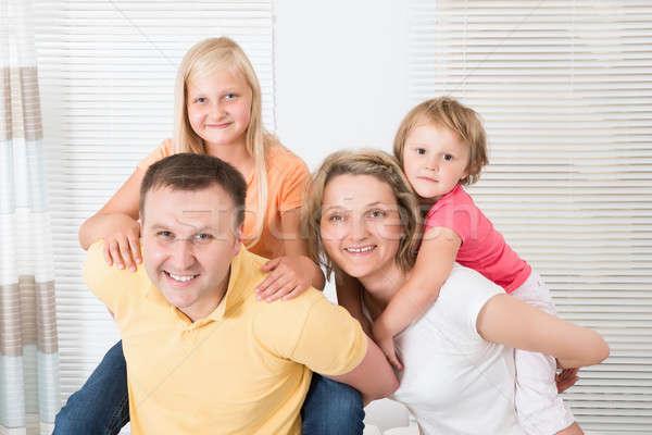 笑みを浮かべて 小さな 家族 ピギーバック ホーム ストックフォト © AndreyPopov