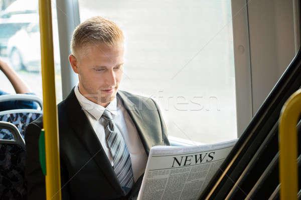 Empresario lectura periódico tranvía jóvenes sesión Foto stock © AndreyPopov