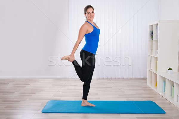 Nő jóga nappali fiatal nő testmozgás ház Stock fotó © AndreyPopov