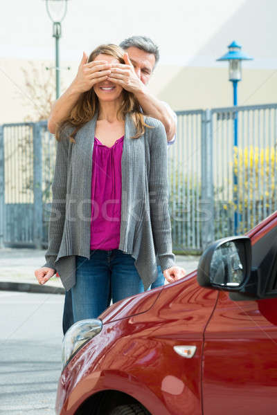 Hombre sorpresa esposa nuevos rojo coche Foto stock © AndreyPopov
