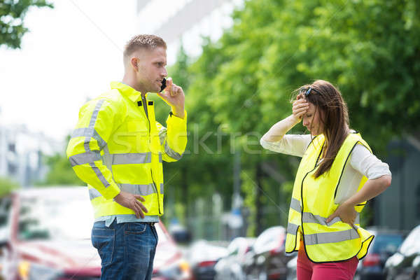 Imagine de stoc: Cuplu · apel · telefon · mobil · spart · jos · maşină