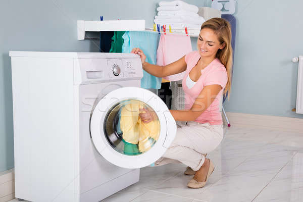 Kobieta ubrania pralka brudne mycia użyteczność Zdjęcia stock © AndreyPopov