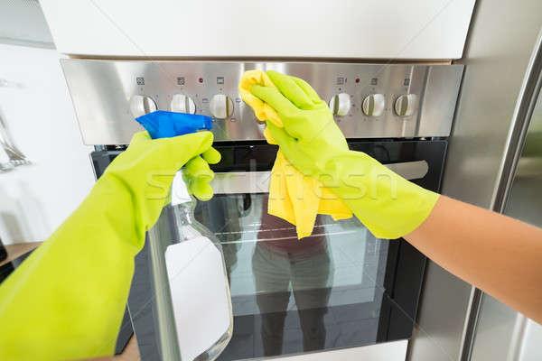 Vrouw hand schoonmaken oven handschoen Stockfoto © AndreyPopov