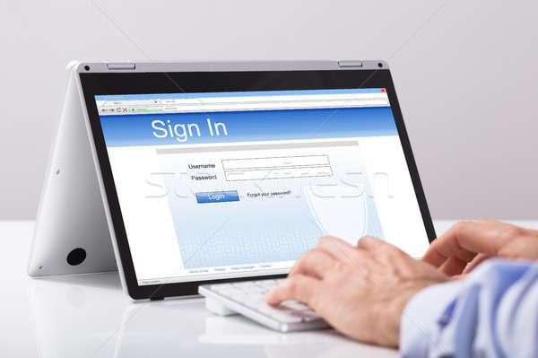 бизнесмен цифровой таблетка подписания белый Сток-фото © AndreyPopov