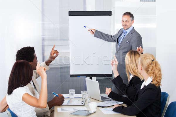 üzletemberek néz férfi magyaráz üzletember bemutató Stock fotó © AndreyPopov
