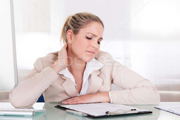 Imprenditrice sofferenza dolore al collo giovani ufficio computer Foto d'archivio © AndreyPopov