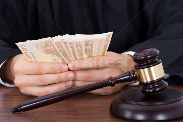 Stock fotó: Bíró · pénz · asztal · férfi · tárgyalóterem · férfi