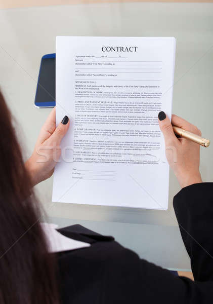 Femme d'affaires contrat papiers vue Photo stock © AndreyPopov