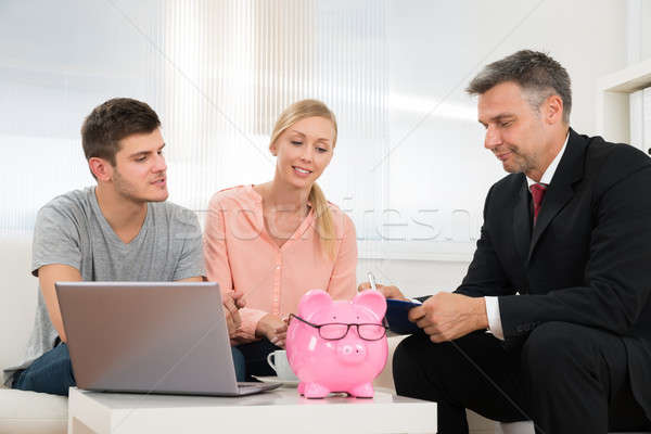 Para doradca finansowy domu patrząc piśmie schowek Zdjęcia stock © AndreyPopov