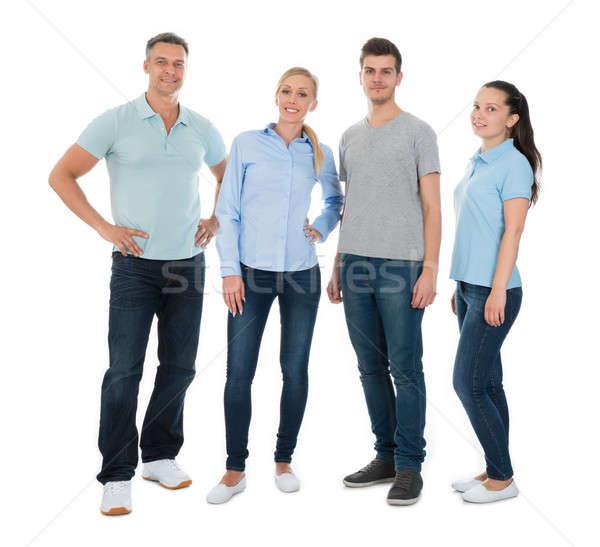 Grupo pessoas felizes casual em pé branco sorrir Foto stock © AndreyPopov