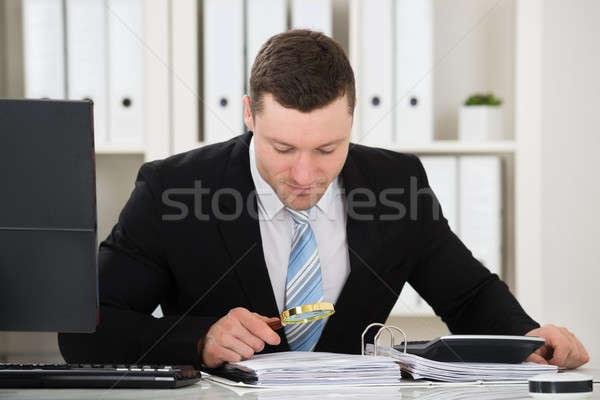 会計士 虫眼鏡 男性 デスク オフィス ストックフォト © AndreyPopov