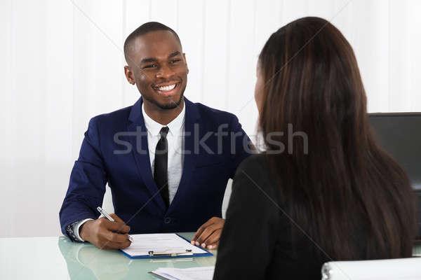 Mężczyzna kierownik kobiet wnioskodawca młodych biuro Zdjęcia stock © AndreyPopov