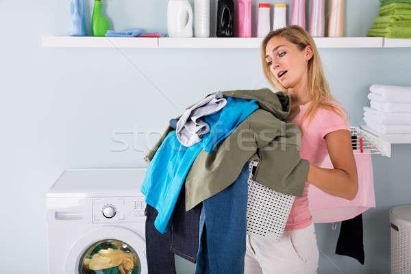 Stock fotó: Nő · tart · vödör · ruházat · fiatal · fáradt
