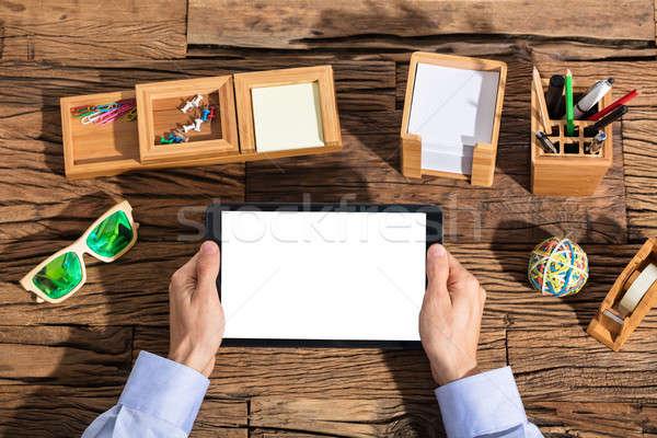 üzletember digitális tabletta üzletember tart képernyő Stock fotó © AndreyPopov