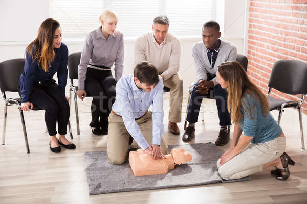 Eerste hulp instructeur tonen opleiding medische Stockfoto © AndreyPopov