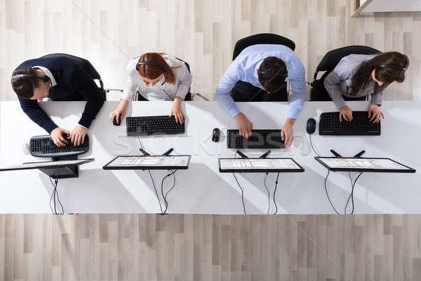ストックフォト: コールセンター · 演算子 · チーム · オフィス · 表示 · ヘッド