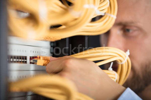 Engenheiro cabos servidor negócio Foto stock © AndreyPopov