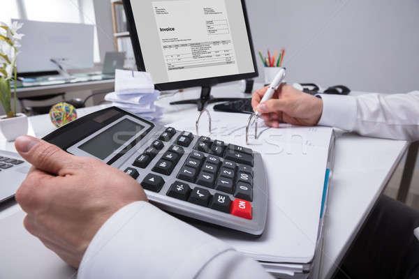 Mano proyecto de ley primer plano calculadora oficina trabajo Foto stock © AndreyPopov