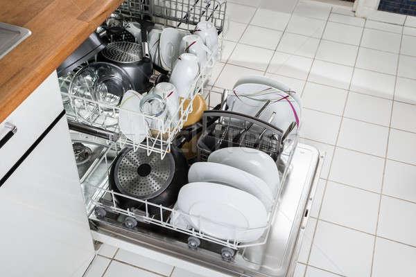 Bulaşık makinesi fotoğraf mutfak çalışmak ev Stok fotoğraf © AndreyPopov