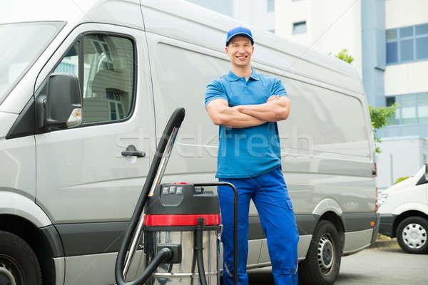 Propre permanent aspirateur heureux Homme bleu Photo stock © AndreyPopov