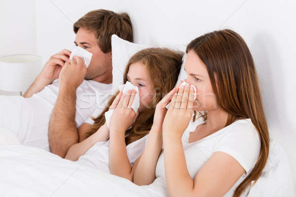 Stockfoto: Familie · lijden · koud · bed · blazen · neus · meisje