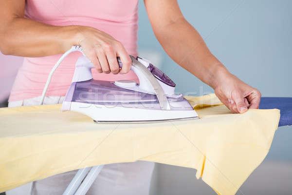 Foto stock: Mulher · mão · pano · conselho · lavanderia