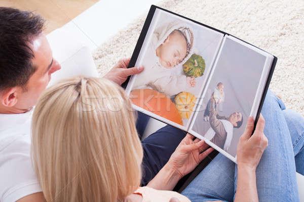 Pár néz album portré fényképalbum család Stock fotó © AndreyPopov