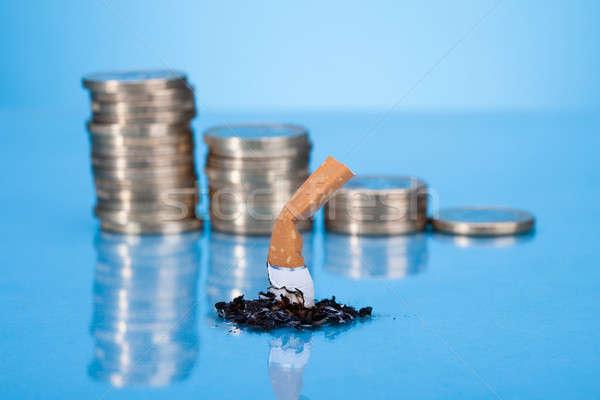 Sigaret butt munt as Blauw Stockfoto © AndreyPopov